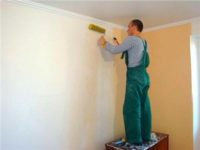Поклеить обои или покрасить стены?